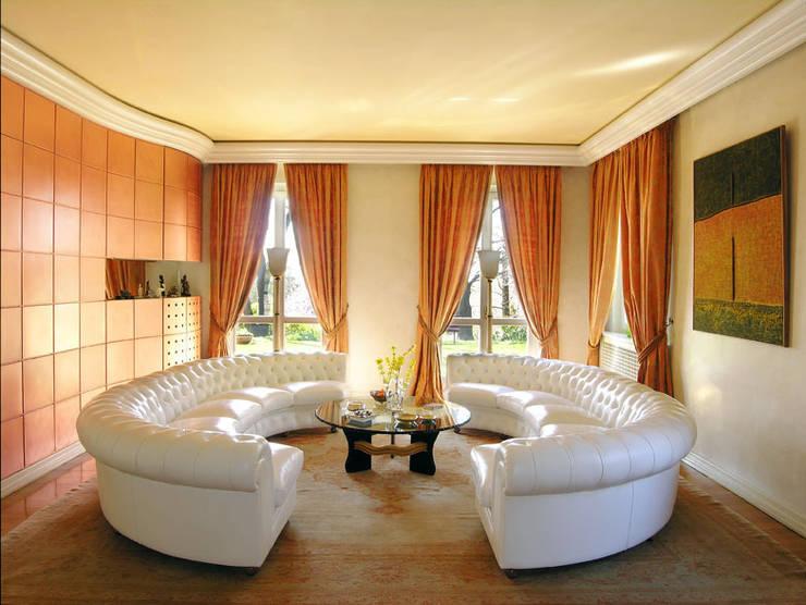 Villa in Bergamo:  in stile  di Studio Angelo Luigi Tartaglia