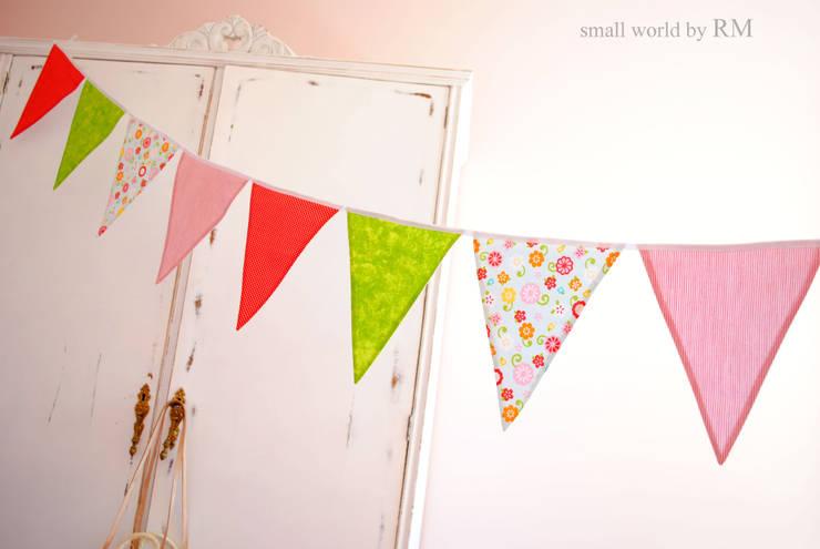 Banderines de tela: Habitaciones infantiles de estilo  de Mundo Raquel