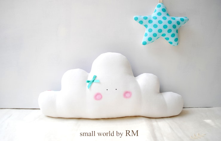 Cojín nube y estrella cuelgapuertas: Habitaciones infantiles de estilo  de Mundo Raquel