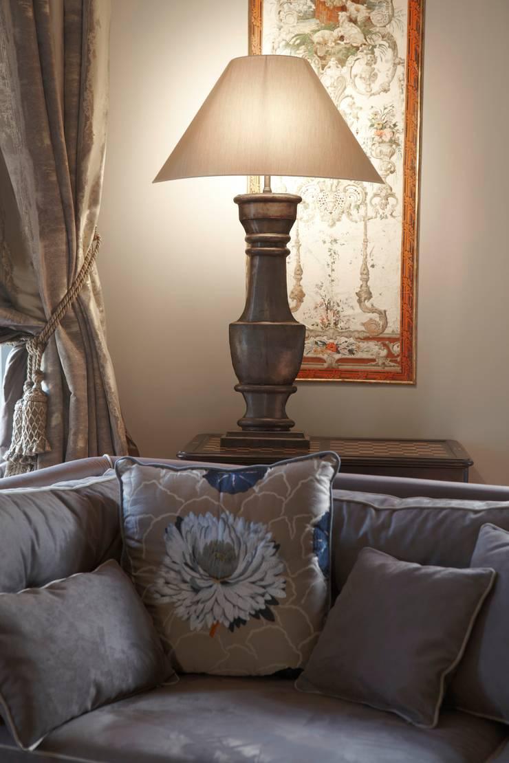 Lampe Balustre: Maison de style  par Mis en Demeure