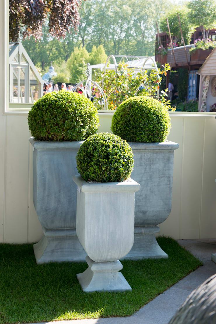 Roma Planters:  Garden  by A Place In The Garden Ltd.