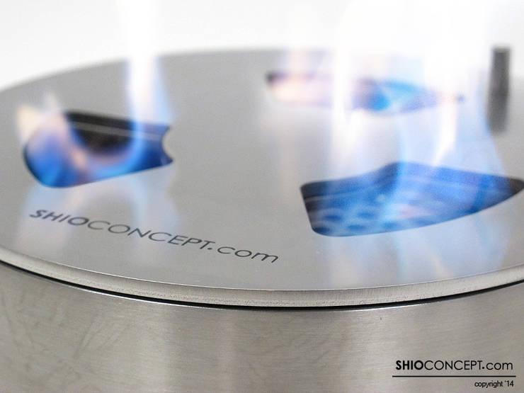 Quemador bioetanol Round: Salones de estilo  de Shio Concept