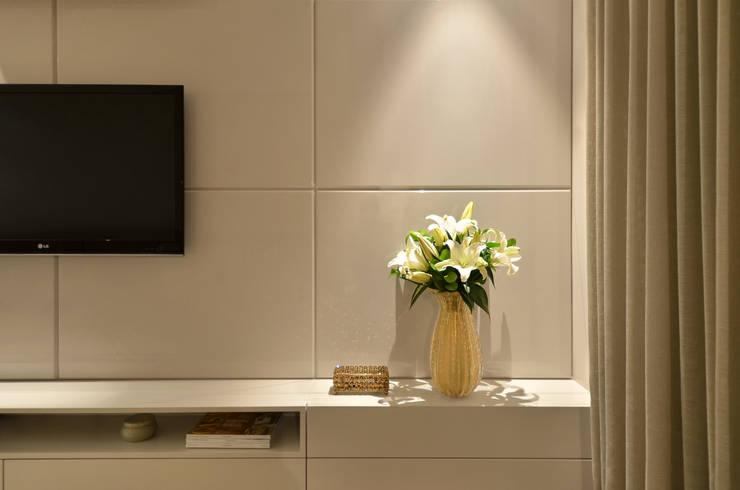 Dormitório S|R: Quartos  por Redecker + Sperb arquitetura e decoração