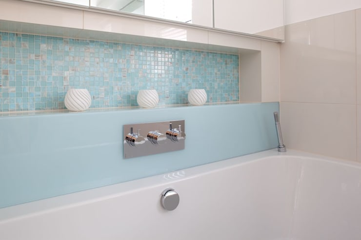 Baños de estilo moderno de Ripples
