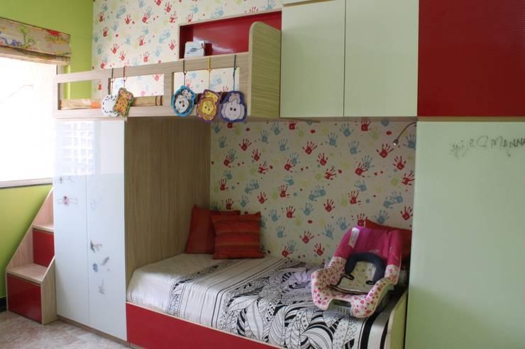 SHARED SPACE:  Nursery/kid's room by Hopskoch