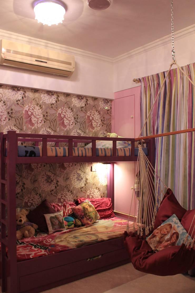 PETIT PARISIAN:  Nursery/kid's room by Hopskoch