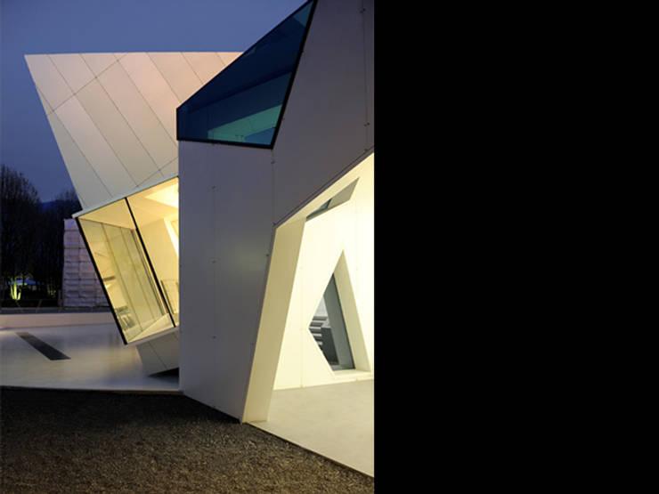 Light pavillion Spaziocomo:  in stile  di Studio Terragni