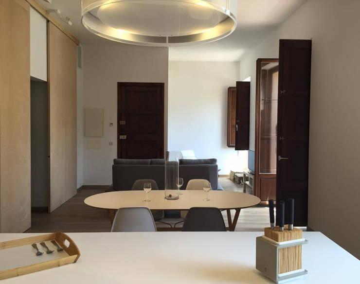Ruang Keluarga oleh Ivan Torres Architects, Modern