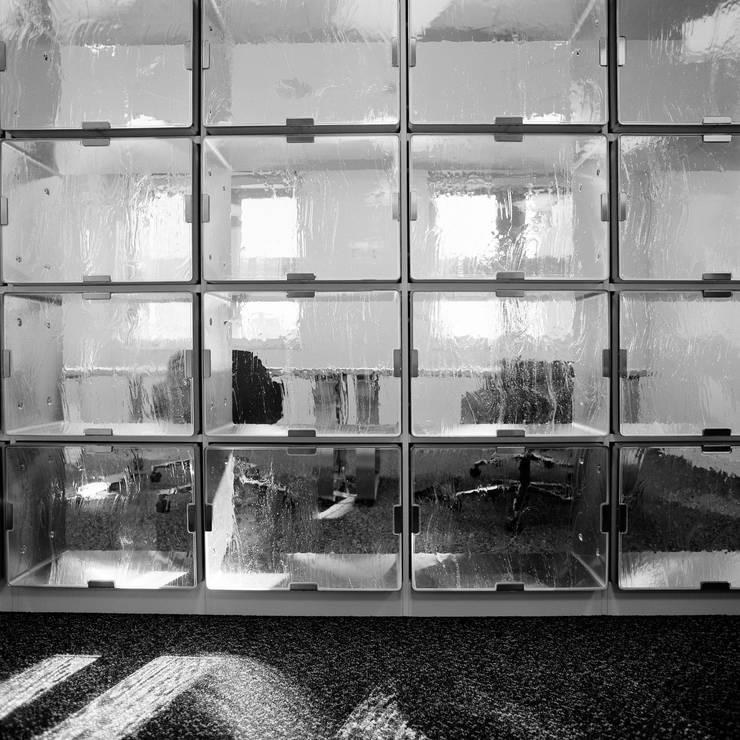 ステンレスボックスのスクリーンを通して: Yoshiharu Shimazaki Architect Studio,INCが手掛けた美術館・博物館です。