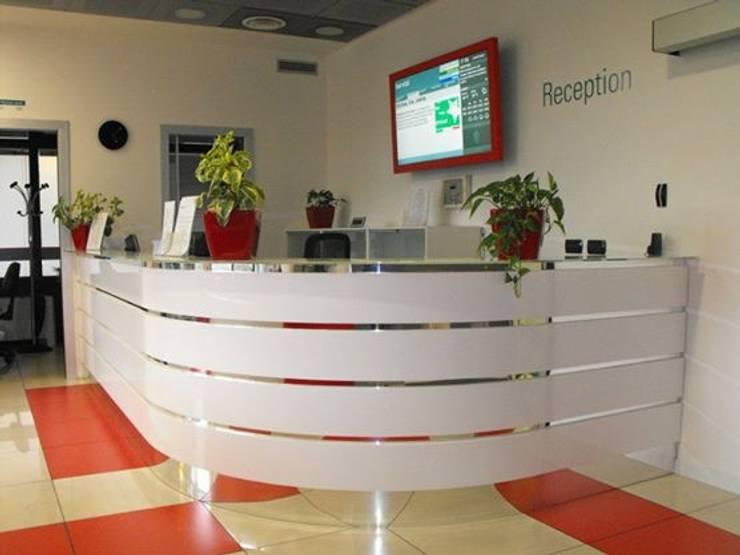 Allestimento uffici Uniabita so. coop.:  in stile  di Studio Guzzo & Partner