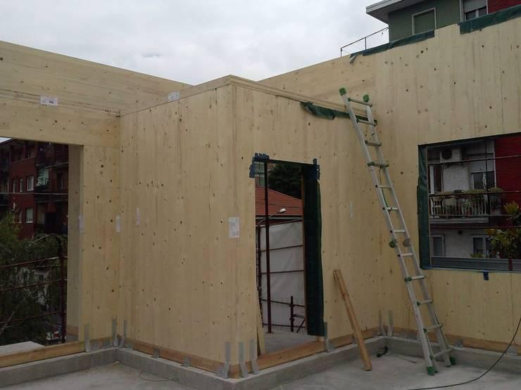 Recupero sottotetto via Limonta Cinisello B.mo con struttura portante in XLAM:  in stile  di Studio Guzzo & Partner