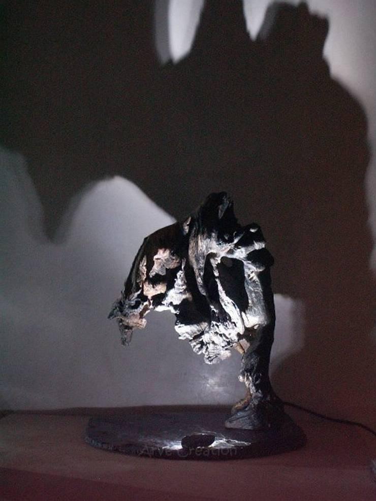 Schedar - Sculpture lumineuse: Maison de style  par Arve Création