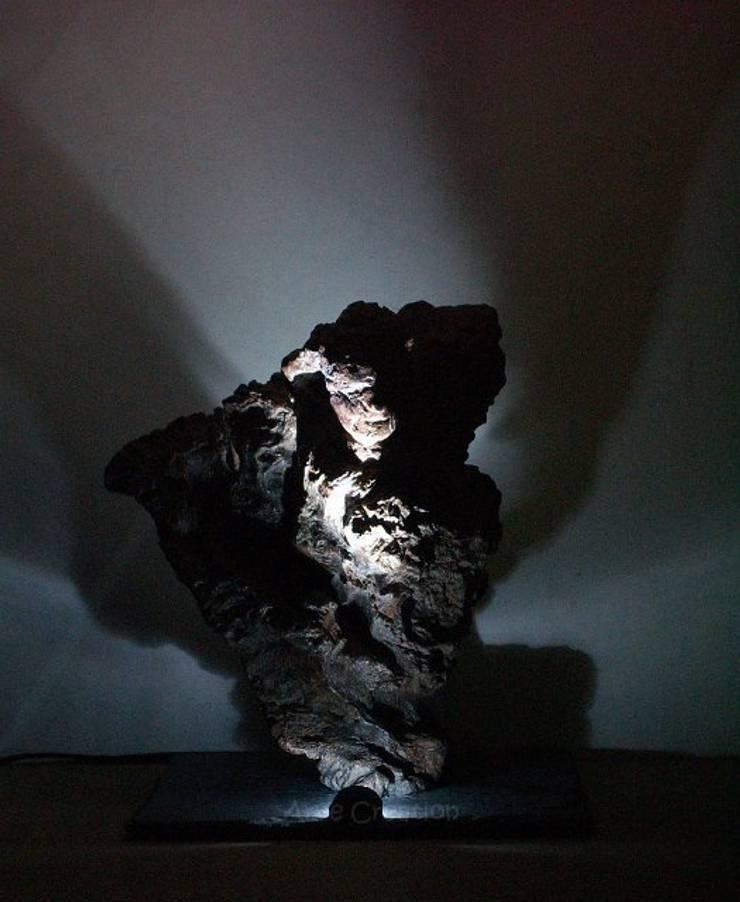 Kochab - Sculpture lumineuse: Maison de style  par Arve Création