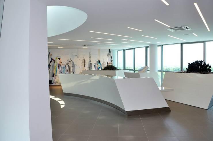 Uffici Edilnord 2011: Studio in stile  di MONTRESOR & ARDUINI
