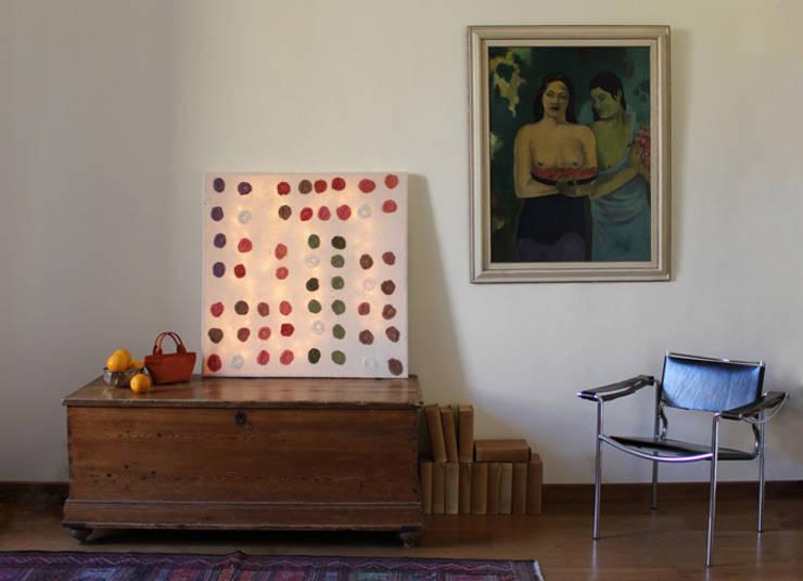Apsìs Wall Lamp in nunofelt: Casa in stile  di Judith Byberg
