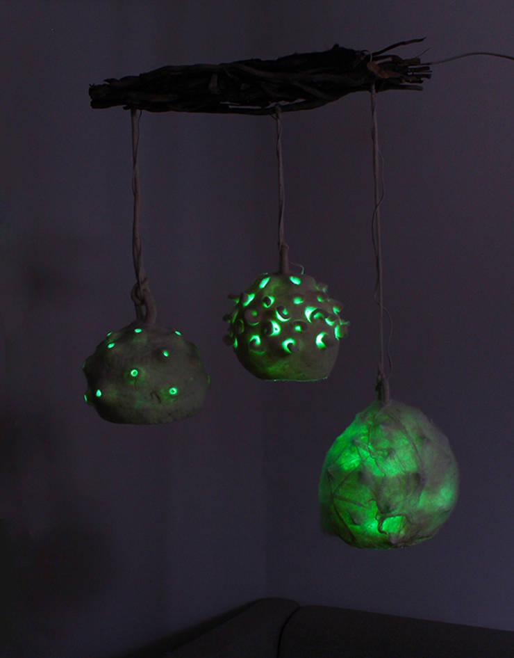 Botrykos felt lamp 2014: Casa in stile  di Judith Byberg