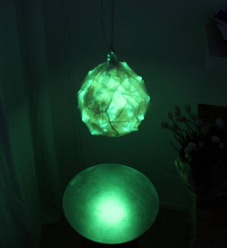 Bombulis felt lamp 2014:  in stile  di Judith Byberg