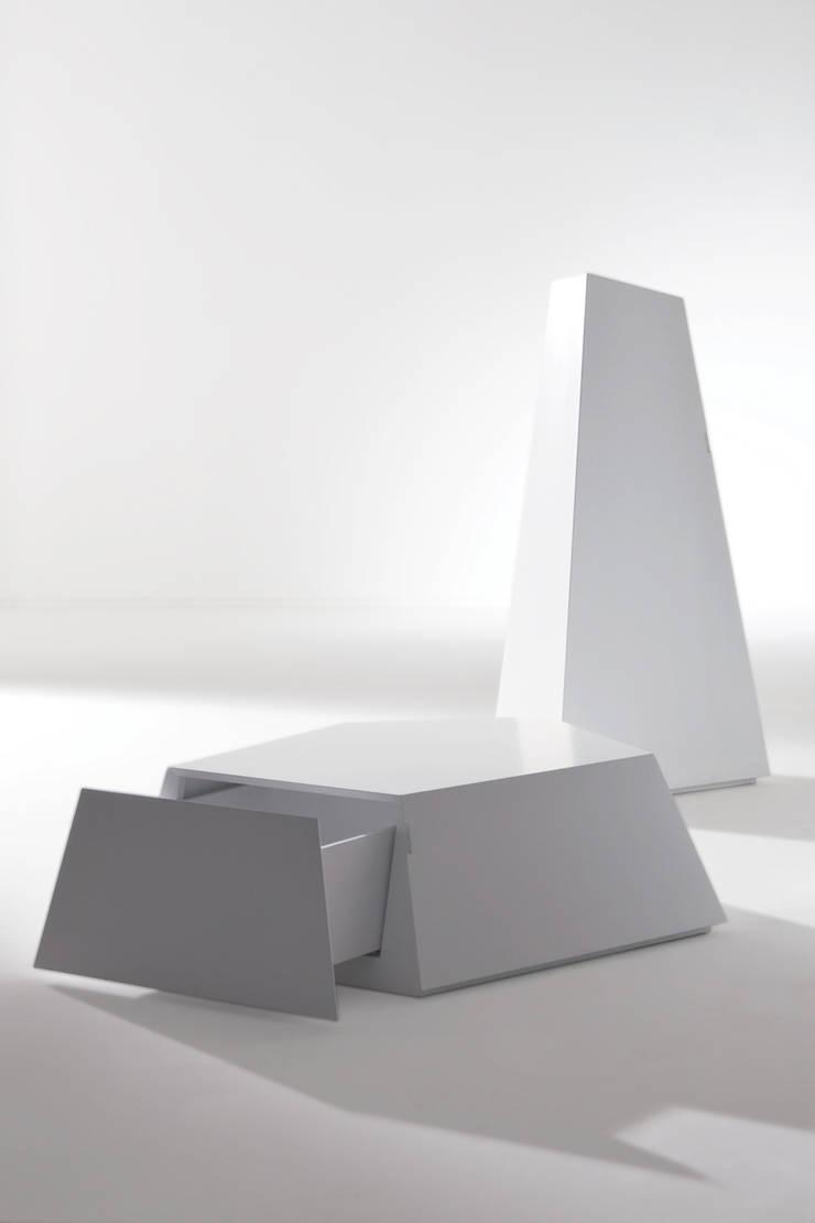 CIRQUE – containers: Soggiorno in stile  di BARTOLI DESIGN