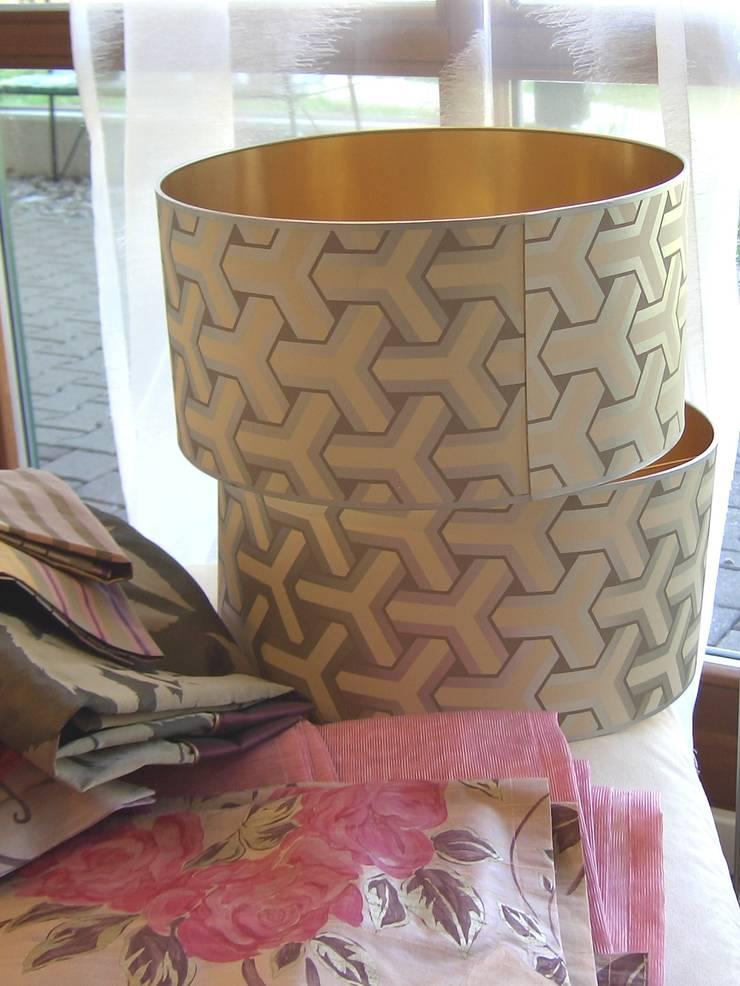 Lampenschirme mit Metalltapete:   von LaProDi - Atelier Winter