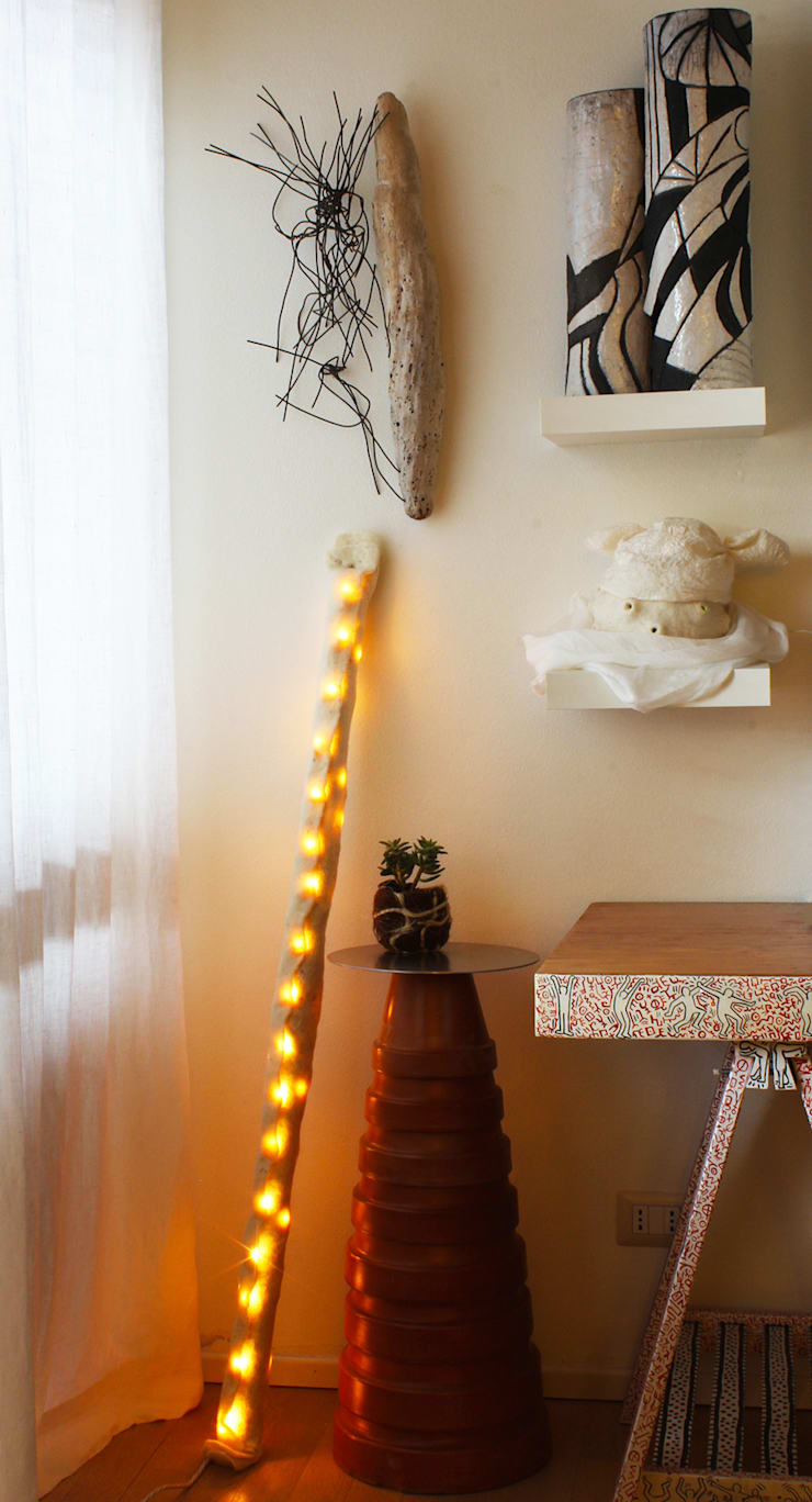 Lamp B in felt and recycled material 2014: Casa in stile  di Judith Byberg