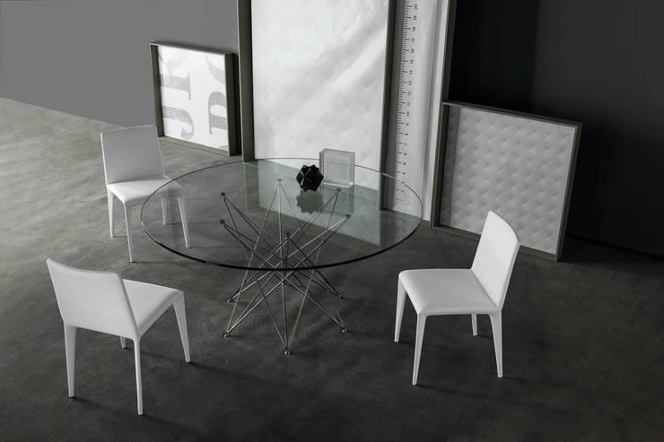 OCTA extending table: Sala da pranzo in stile  di BARTOLI DESIGN