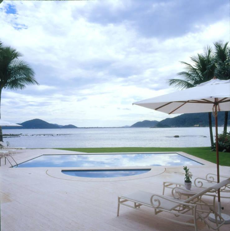 Pool by Studio Oscar Mikail, Tropical