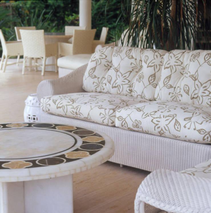Patios & Decks by Studio Oscar Mikail, Tropical