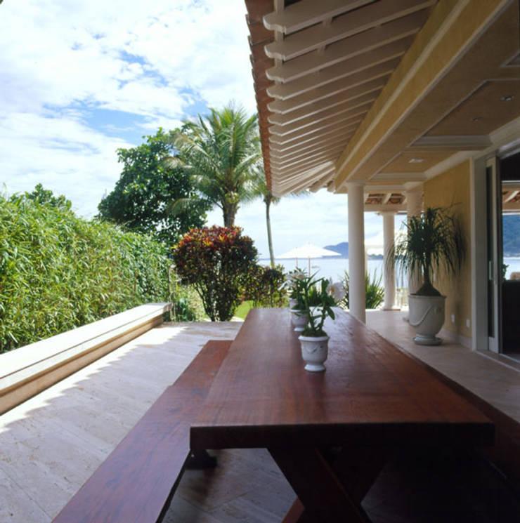 Houses by Studio Oscar Mikail, Tropical
