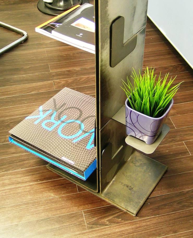 Libreria Tree-books: Studio in stile  di Zatoo Design Studio