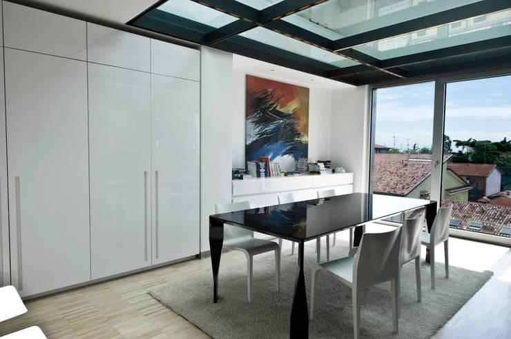Attico Prestige: Case in stile  di Studio Merlini Architectural Concept