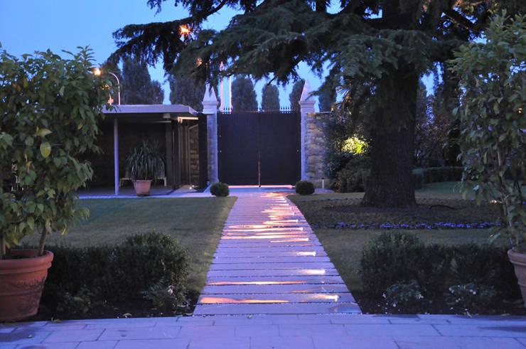 Giardino Villa BR, Verona 2013: Giardino in stile  di MONTRESOR & ARDUINI