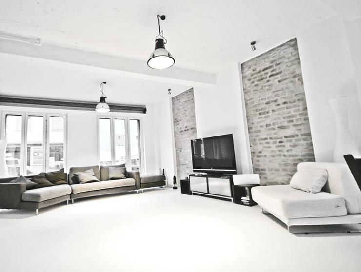 Salon de style de style Industriel par SzturArchitekten GmbH