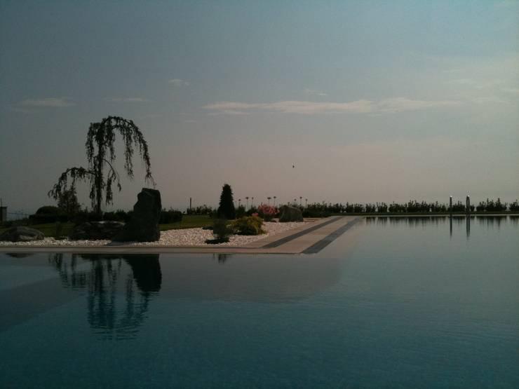 Selimpasa Yildirim Twin Houses:  Garden by Bahce Tasarim