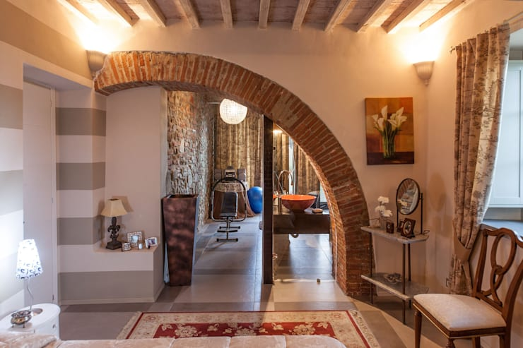 I COLORI DEL SOLE E DELLA TERRA: Casa in stile  di StudioG