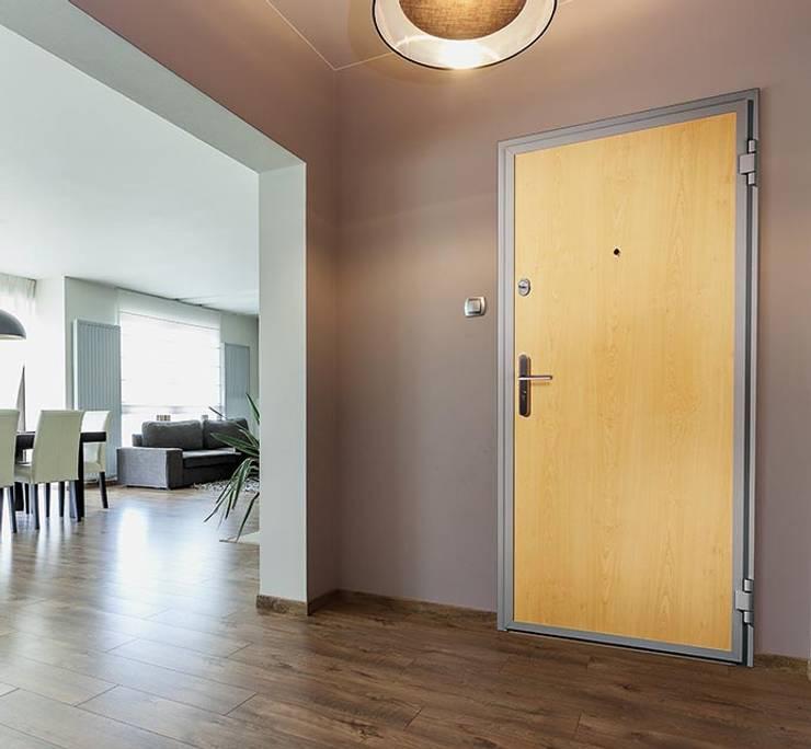 Biffar Wohnungseingangstüren: moderne Fenster & Tür von Biffar GmbH & Co. KG