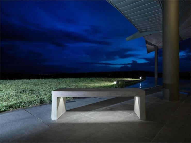 Flowcrete Design e arredo : Balcone, Veranda & Terrazzo in stile  di FLOWCRETE