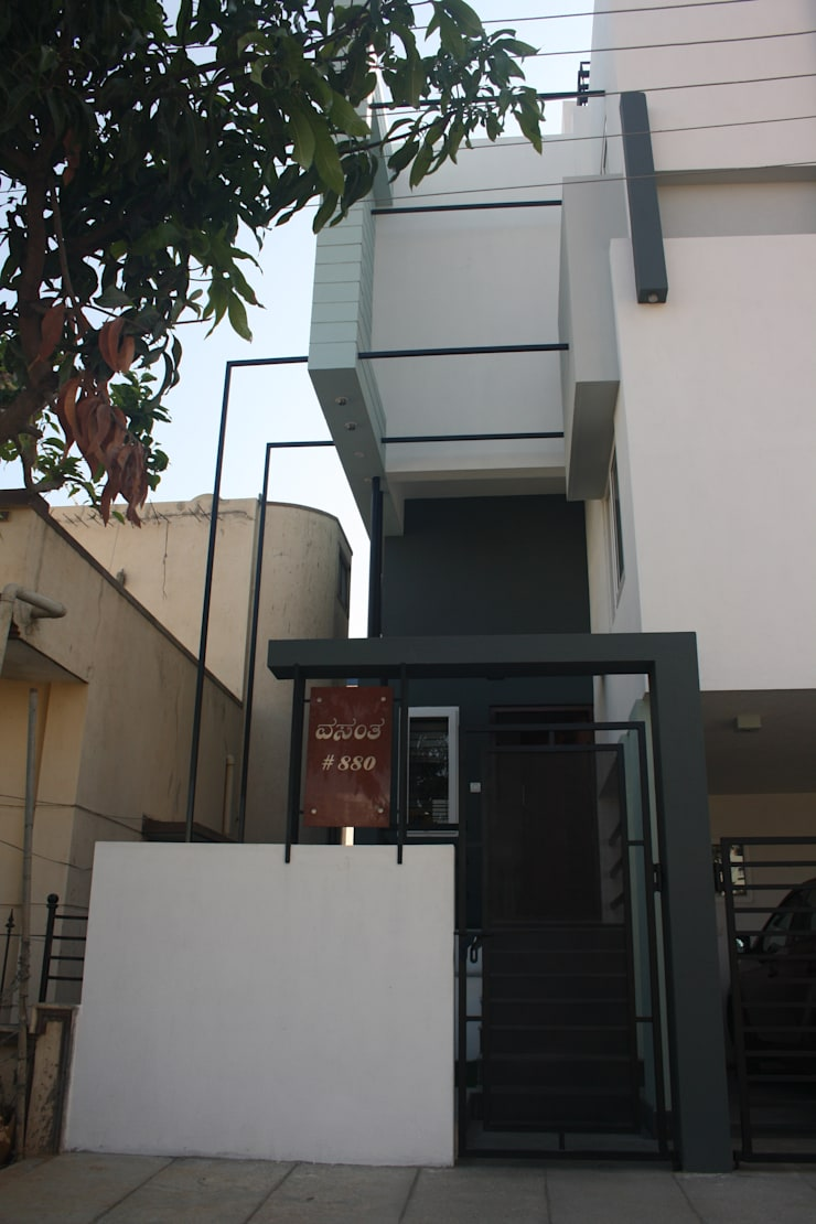 Sudharma Residence:  Houses by Ashwin Architects