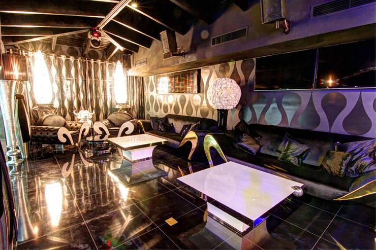 DUX CHIVAS CLUB - DOMINICAN REPUBLIC: Bar & Club in stile  di VGnewtrend, Eclettico
