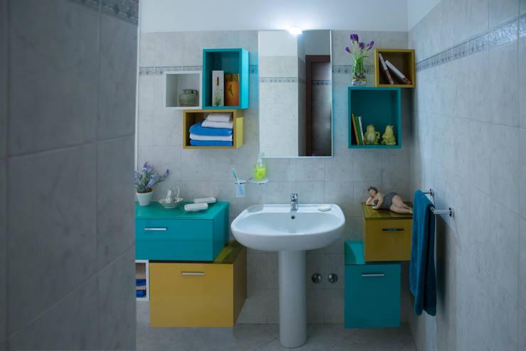 Banheiros ecléticos por Arreda Progetta di Alice Bambini