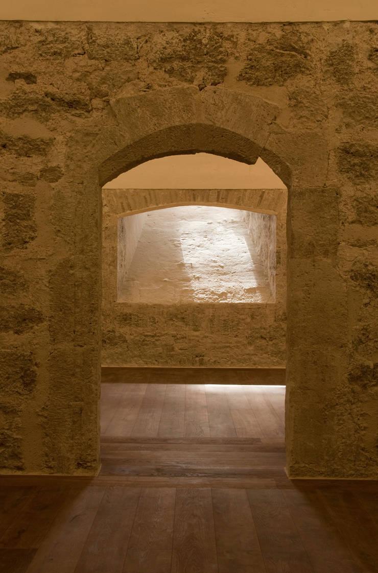 Restauración e iluminación de la torre del homenaje del castiillo de  Requena :  de estilo  de Balaguer I Vicén arquitectos