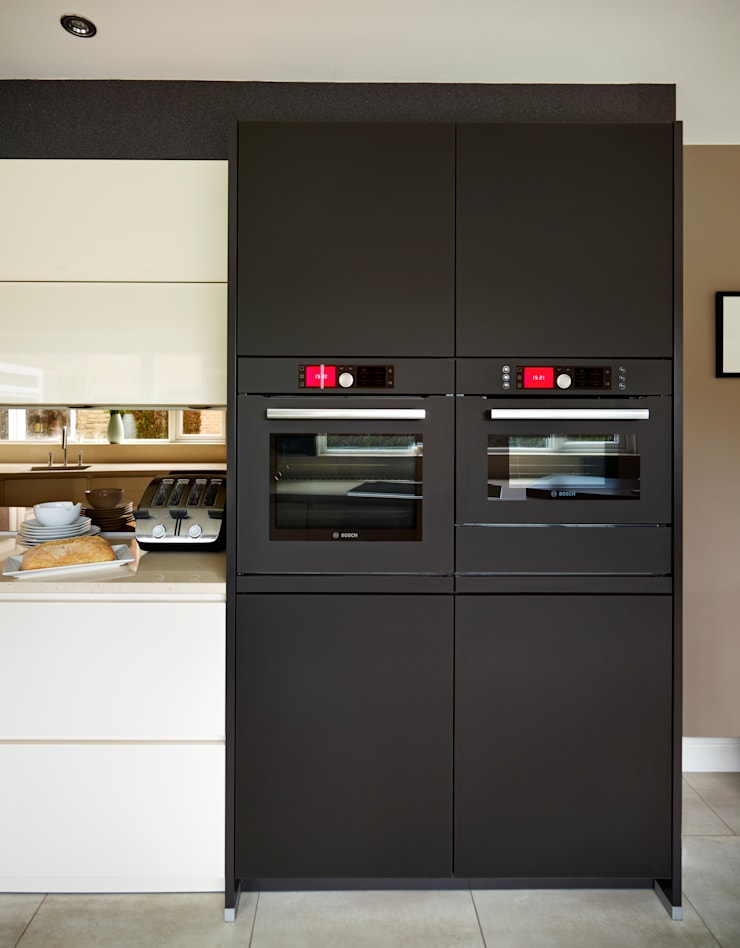 LINDA & IAN'S KITCHEN:  Kitchen by Diane Berry Kitchens