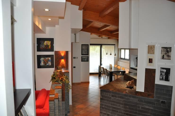 Living room by F_Studio+ dell'Arch. Davide Friso