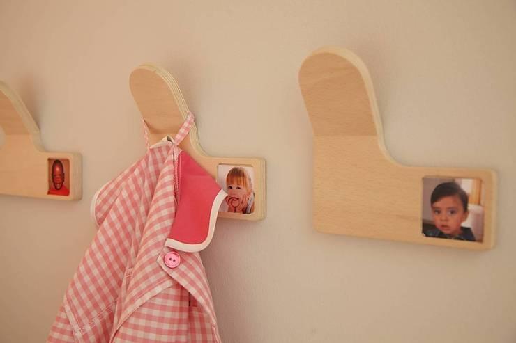 mobilier petite enfance: Chambre d'enfant de style  par MOLUDO