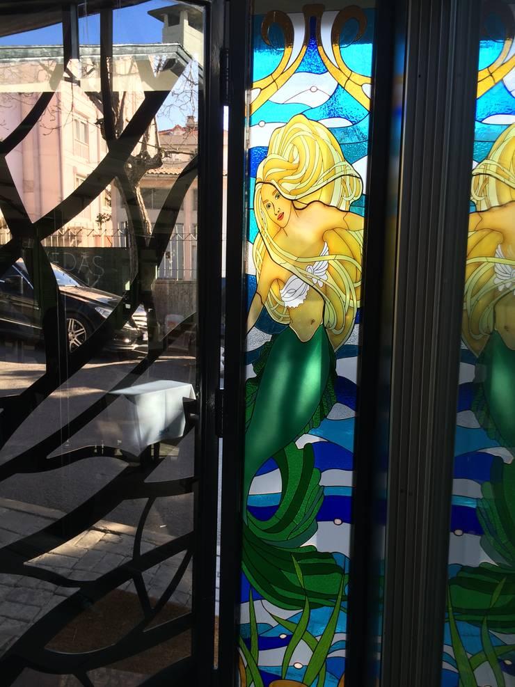 berkart vitray – balık resteorant giriş kapısı:  tarz Pencere & Kapılar