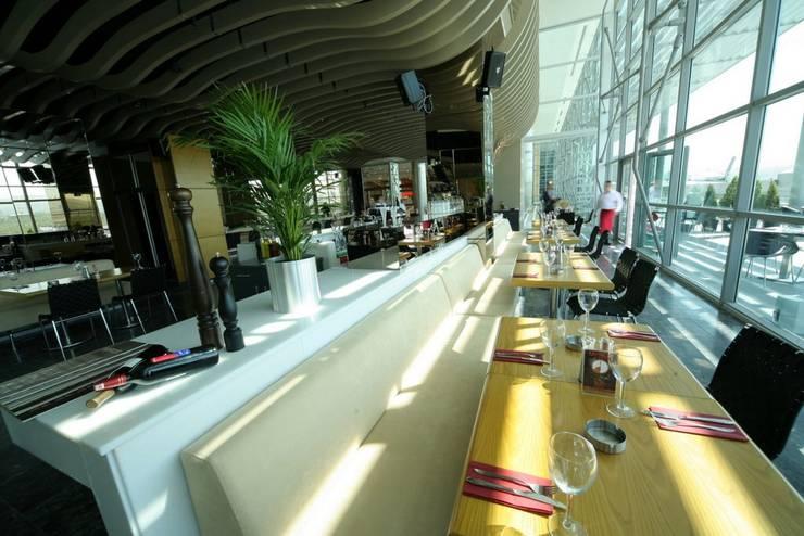 CO Mimarlık Dekorasyon İnşaat ve Dış Tic. Ltd. Şti. – Mirror Restaurant:  tarz Evler
