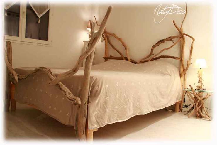 lit en bois flotté: Maison de style  par Natydeco