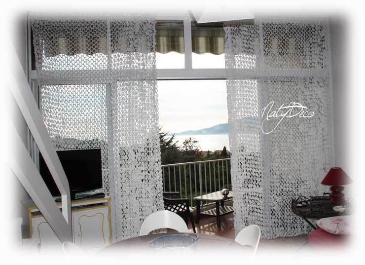 rideau de camouflage blanc: Maison de style  par Natydeco