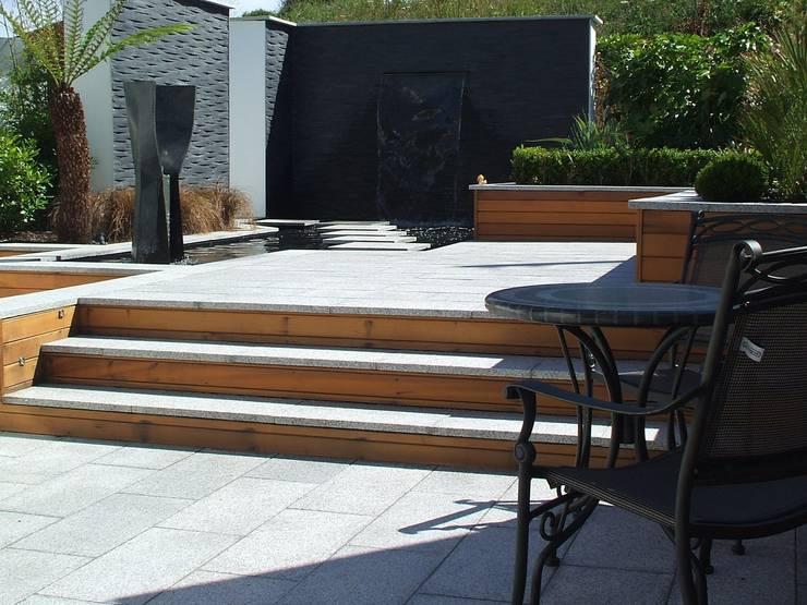 A Contemporary <q>Oasis</q>:  Garden by Kevin Cooper Garden Design