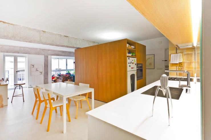 Reforma de apartamento en Palma de Mallorca: Salones de estilo  de Joan Miquel Segui Arquitecte