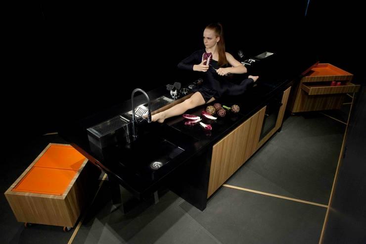 PiGreco Kitchen: Cucina in stile  di CORAZZOLLA SRL - Arredamenti su Misura